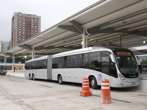 BRT terá de adaptar estações para operação de novo modelo de ônibus (OGlobo)
