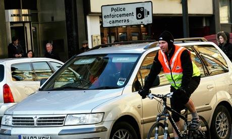 bike-traffic-london-001