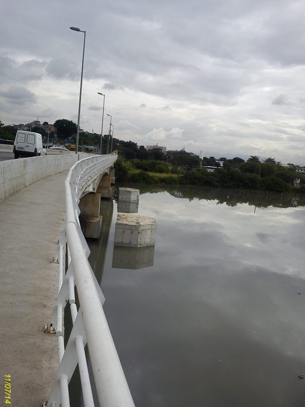 Detalhe da sustentação da ponte