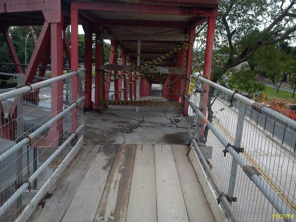 Antigo acesso interditado e novo acesso de tábua